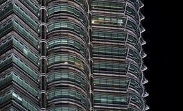 Torri gemelle di Petronas alla notte fotografia stock