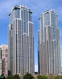 Torri gemelle moderne della costruzione di appartamento Fotografie Stock