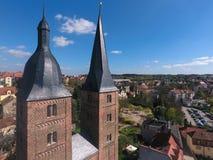 Torri medievali a memoria di rosso della città di Spitzen Altenburg Immagini Stock