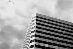 Torri moderne di una costruzione qui sopra Fotografia Stock