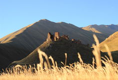 Torri ossetiche nel villaggio di Abano nella gola Truso (Georgia) Fotografia Stock