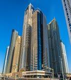 Torri residenziali nel distretto del porticciolo del Dubai Fotografie Stock Libere da Diritti