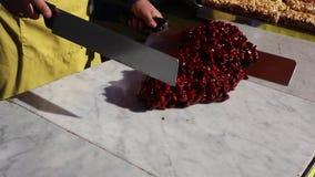 Torrone Siciliano - παραδοσιακός σισιλιάνος εύθραυστος φιαγμένος από τρόφιμα οδών αμυγδάλων και καραμέλας απόθεμα βίντεο