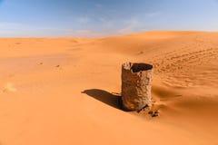 Torrt vatten väl i ergchebbiöknen, Merzouga, Marocko arkivfoton