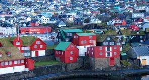 Torshavn con Tinganes su isole faroe immagini stock libere da diritti
