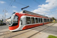 Torsión de la tranvía PESA en CzÄ™stochowa fotografía de archivo