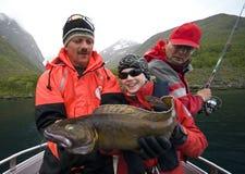 Torsk della holding del pescatore Fotografie Stock Libere da Diritti