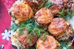 Torskfisk som bakas med tomater och ost Top besk?dar arkivfoton