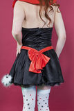 Torso trasero de la visión del adolescente en un vestido sobre fondo coloreado Imagenes de archivo