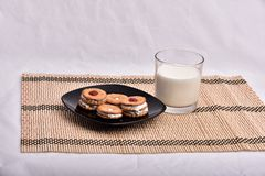 tortów ciastek kanapka na talerzu zdjęcie royalty free