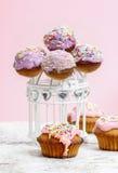 Tortów muffins i wystrzały Obrazy Royalty Free