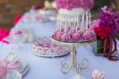 Tort babeczki i wystrzały Fotografia Royalty Free