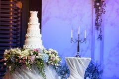 Tort i świeczka w ślubie Zdjęcie Royalty Free