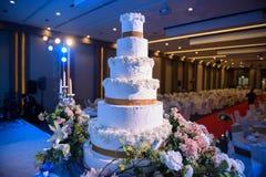 Tort i świeczka w Ślubnym wydarzeniu Fotografia Stock
