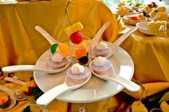 Tort i owoc w łyżce Obraz Stock