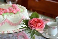 Tort i róże Zdjęcie Royalty Free