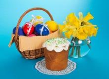 Tort, jajka w koszu Zdjęcia Stock