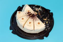 Tort pięć porcji na błękitnym tle zdjęcie stock