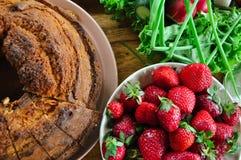 Tort truskawki i warzywa, obrazy royalty free
