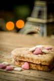 tort w formie serca z wieżą eifla Fotografia Royalty Free