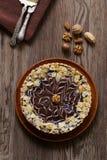 Tort z dokrętkami i czekoladą obraz stock