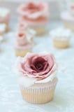 Tort z dużym kwiatem zdjęcie royalty free