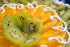 Tort z kiwi i pomarańcze plasterkami Obrazy Stock