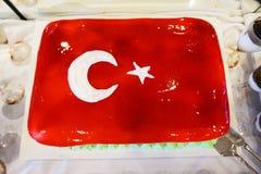 Tort z lodowacenie maluj?c? turecczyzny flaga, restauracyjny karmowy poj?cie w hotelu zdjęcie royalty free