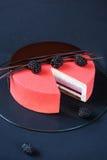 Torta acodada multi contemporánea de la crema batida Foto de archivo libre de regalías