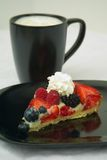 Torta & caffè al gusto di frutta fotografie stock libere da diritti