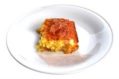Torta arancio isolata su un fondo bianco Fotografia Stock
