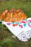 Torta bielorussa di compleanno nello stile nazionale Fotografie Stock