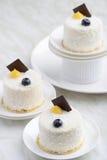 Torta blanca del postre del sésamo fotografía de archivo libre de regalías