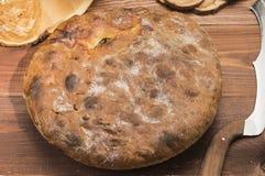 Torta calda rustica con il riempimento Fotografia Stock