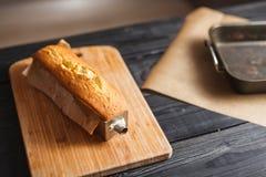 Torta caliente en la tabla Foto de archivo