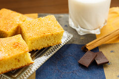 Torta casalinga con cioccolato e latte Fotografia Stock Libera da Diritti