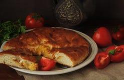Torta caseiro da batata, tomates vermelhos maduros e carne verde Ainda vida 1 Foto de Stock Royalty Free