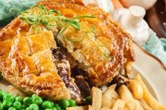 Torta caseiro do guisado de carne com batatas fritas fotografia de stock royalty free