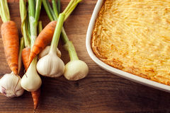 Torta caseiro dos pastores do forno com as batatas trituradas de queijo Imagem de Stock