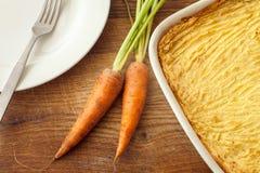 Torta caseiro dos pastores do forno com as batatas trituradas de queijo Fotografia de Stock Royalty Free