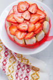 Torta Charlotte con las fresas Fotos de archivo libres de regalías
