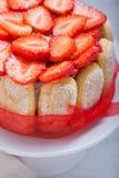Torta Charlotte con las fresas Foto de archivo