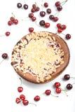 Torta cocida al horno redondo dulce con la cereza Fotos de archivo