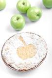 Torta cocida al horno redondo dulce con las manzanas Foto de archivo libre de regalías