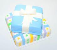 Torta colorida de la pasta de azúcar de dos gradas como presente Foto de archivo