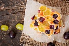 Torta com uvas Imagem de Stock