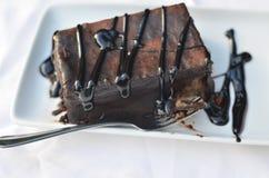 Torta con el chocolate adornado Imagenes de archivo