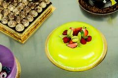 Torta con el chocolate verde claro Imagen de archivo