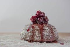 Torta con el desmoche de la cereza Imagen de archivo