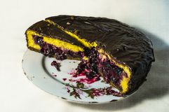 torta con el relleno de la baya imagen de archivo